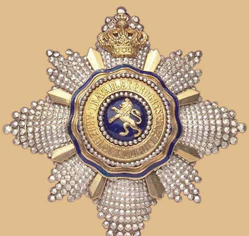 Звезда Большого креста Королевского ордена Льва.