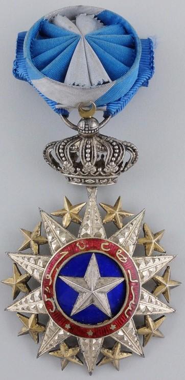 Аверс и реверс знака Офицера ордена Нишан-эль-Ануара.