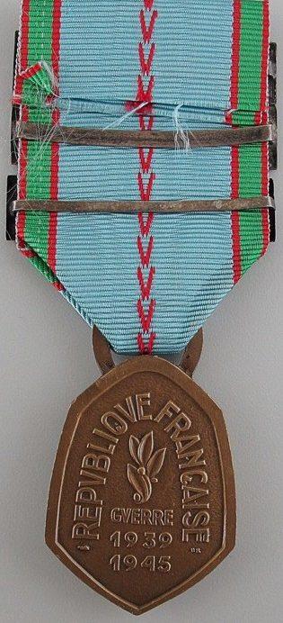 Аверс и реверс памятной медали войны 1939-1945.