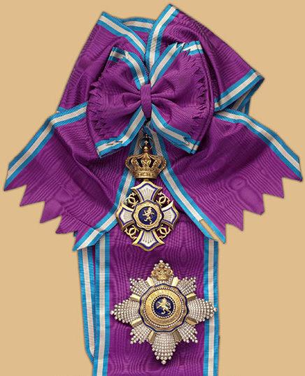 Знак Большого креста Королевского ордена Льва на ленте-перевязи со звездой.