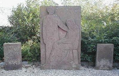 Коммуна Хардтаузен-ам-Кочер р-н Кочерштайнфельд. Памятник землякам, погибших во время Второй мировой войны.