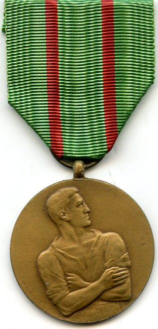 Аверс и реверс медали «За гражданское неповиновение» - отказ вновь ехать в Германию подневольными рабочими.