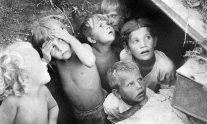 Севастопольские дети во время авианалета. Июнь 1942 г.