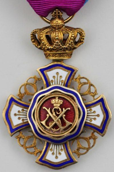 Аверс и реверс Большого креста Королевского ордена Льва.