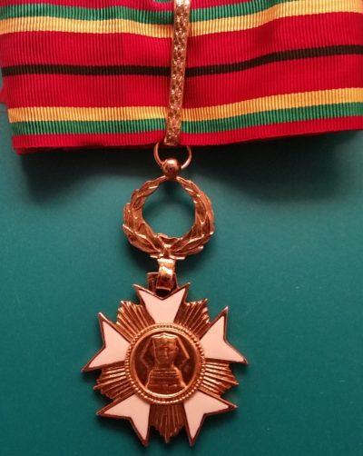 Аверс степени Великого офицера ордена «За заслуги и честь».