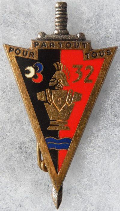 Аверс и реверс знака 32-го инженерного полка.