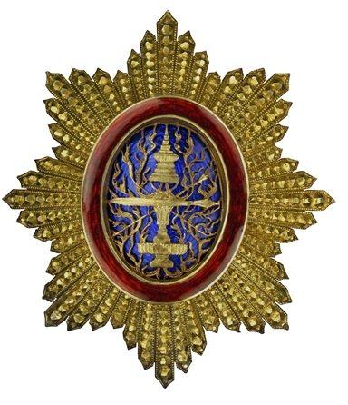 Аверс и реверс золотой звезды знака Кавалера Большого креста ордена Камбоджи.