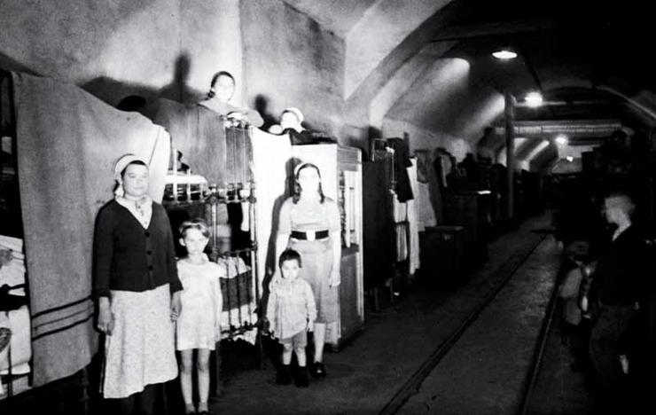 Вид общежития севастопольцев находящегося в туннеле. Июнь 1942 г.