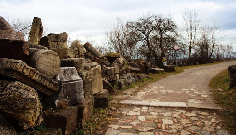 Каменное кладбище.