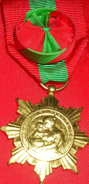 Золотая медаль французской семьи.