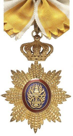 Знак Кавалера Большого креста ордена Камбоджи на ленте-перевязи.