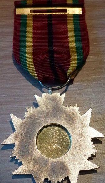 Аверс и реверс степени Рыцаря Ордена заслуг.