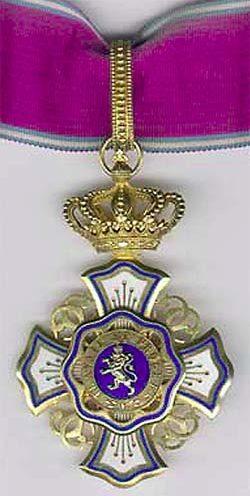 Знак Командора Королевского ордена Льва на шейной ленте.