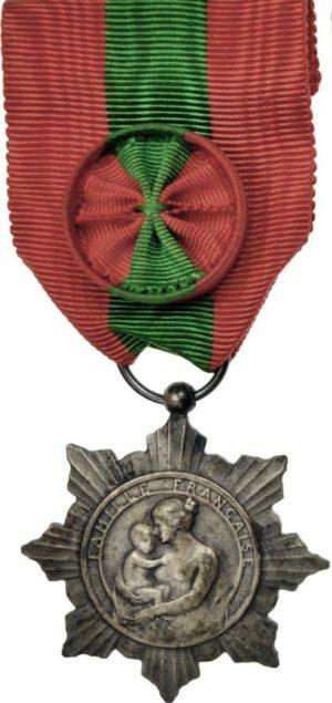 Аверс и реверс серебряной медали французской семьи.
