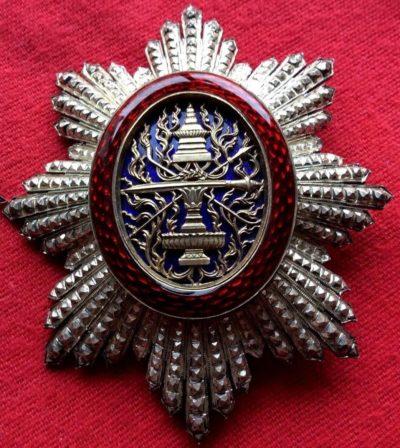 Аверс и реверс звезды знака Великого офицера ордена Камбоджи.