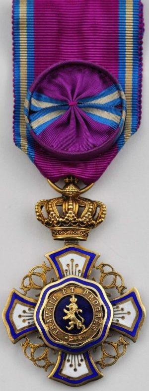 Аверс и реверс знака Офицера Королевского ордена Льва.