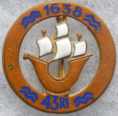 Аверс и реверс знака 43-го пехотного полка.