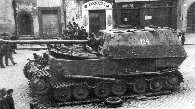 Немецкая САУ «Элефант» брошенная немцами в Риме. Лето 1944 года.