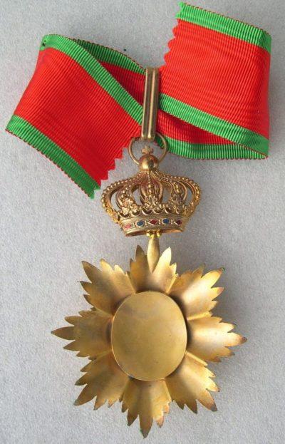Аверс и реверс знака Великого офицера ордена Камбоджи на шейной ленте образца 1948 г.