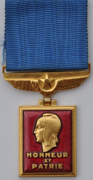 Аверс и реверс медали аэронавтики.