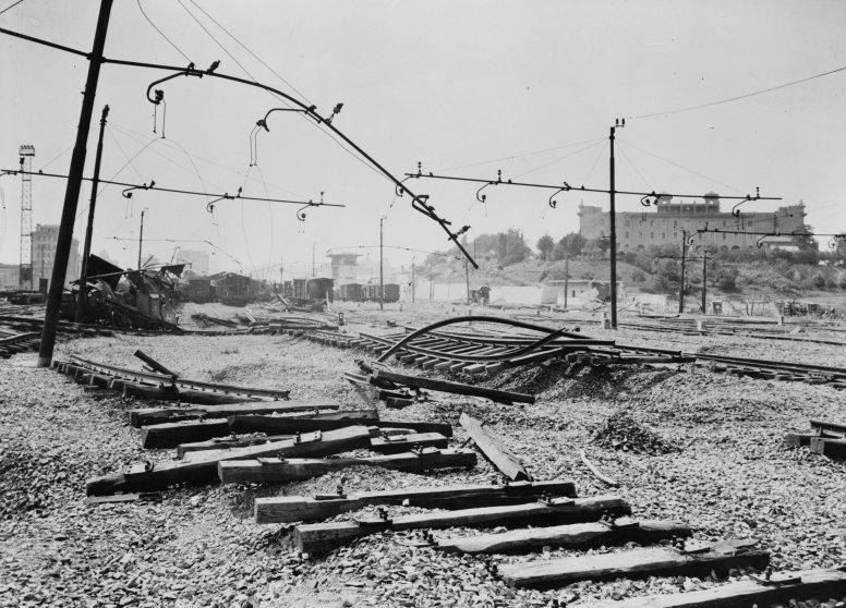 Разрушенная железнодорожная станция Остиензе в Риме. 1944 г.