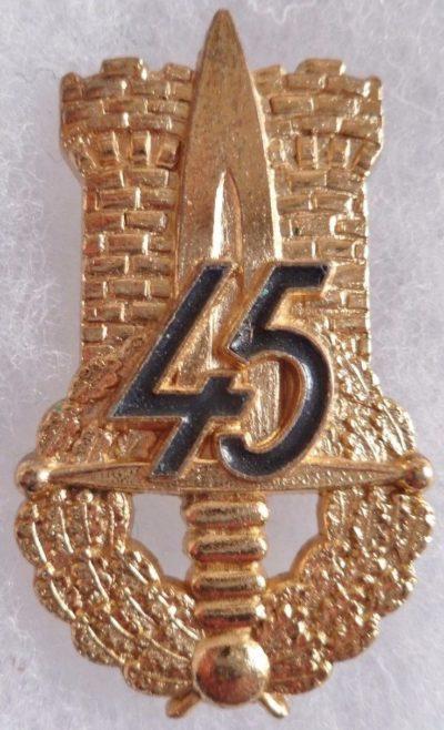 Аверс и реверс знака 45-го пехотного полка.