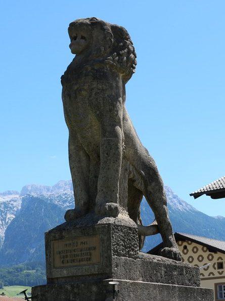 Коммуна Бишофсвизен. Памятник горным стрелкам, погибшим в обеих мировых войнах.
