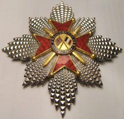 Звезда Почетного креста Ассоциации Франко-Британской дружбы.