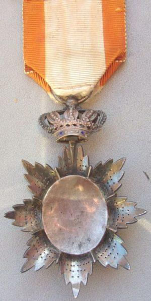 Аверс и реверс знака Кавалера ордена Камбоджи.