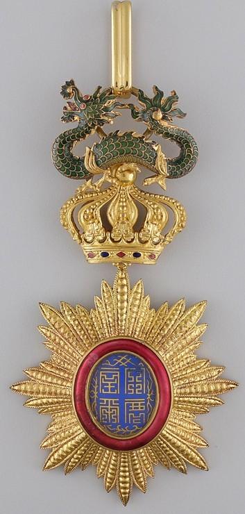 Аверс и реверс золотого знака ордена Дракона Аннамы.