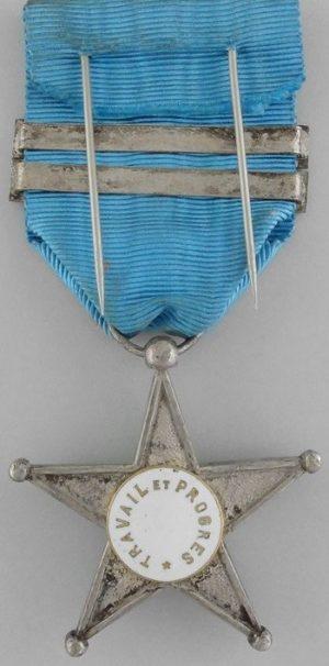 Аверс и реверс Серебряной звезды «За Службу в Конго» с планками.