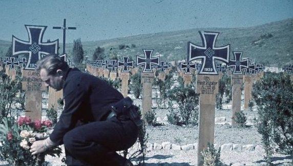 Немецкое кладбище под Севастополем. Июль 1942 г.