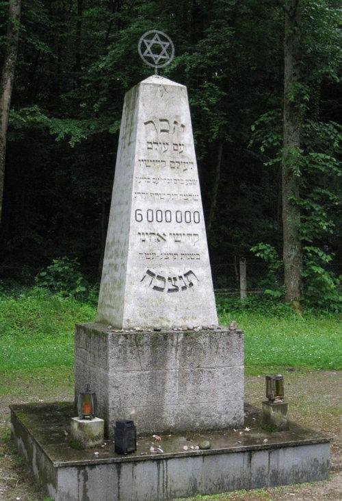 Комуна Гаутинг. Памятник на еврейском кладбище, перемещенным лицам, умершим в больнице.