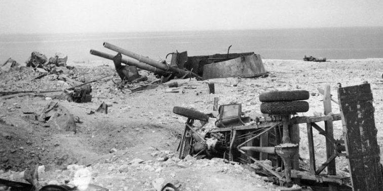 Разрушенная 30-я береговая батарея. Июль 1942 г.