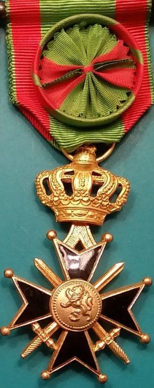 Аверс и реверс золотого Военного Креста 1-й степени.
