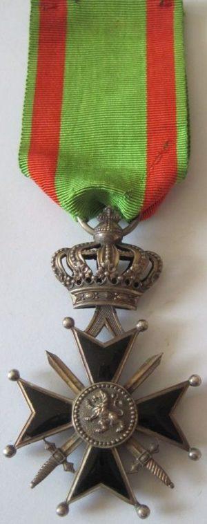 Серебряный знак Военного Креста 2-й степени.
