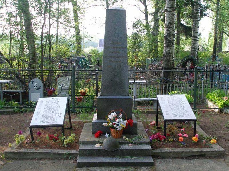 г. Любань Тосненского р-на. Памятник, установленный на братской могиле, в которой похоронен 43 советских воина, в т.ч. 1 неизвестный.