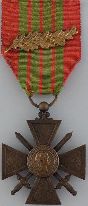 Военный крест 1939-1945 с бронзовой пальмой на ленте.