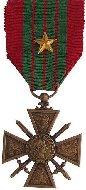 Военный крест 1939-1945 с серебряной позолоченной звездочкой на ленте.