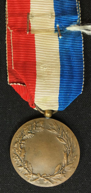 Аверс и реверс бронзовой Почетной медали Министерства иностранных дел.