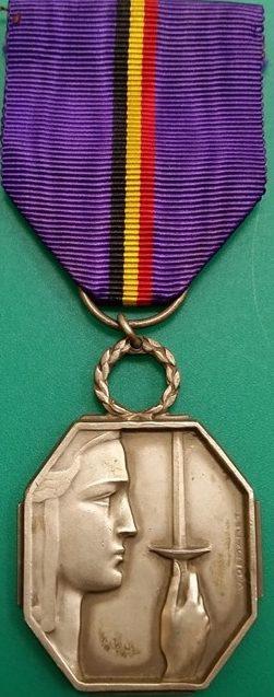 Аверс и реверс серебряной медали Бельгийской Признательности.