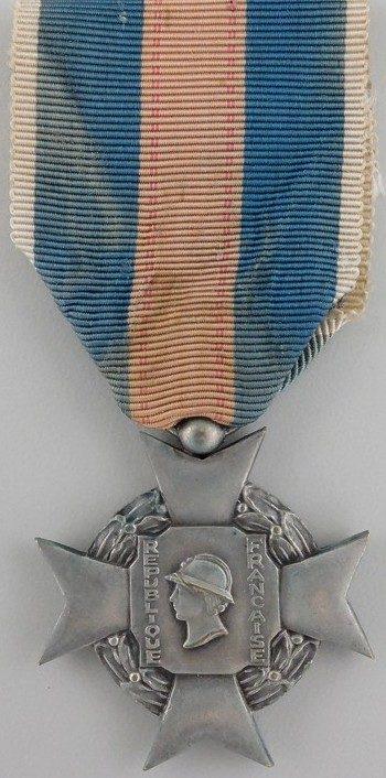 Аверс и реверс серебряного креста «За добровольную воинскую службу» 2-й степени I типа.