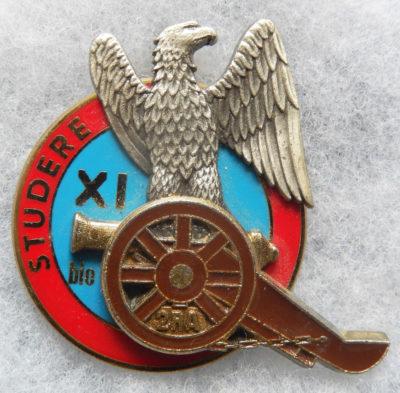 Аверс и реверс знака 11-й учебной батареи 2-го артиллерийского полка.
