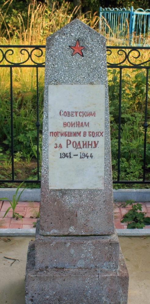 п. Токари Подпорожского р-на. Памятник, установленный на братской могиле, в которой похоронено 15 советских воинов.