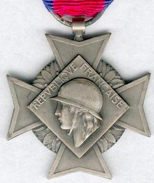 Аверс и реверс серебряного креста «За добровольную воинскую службу» 2-й степени II типа.