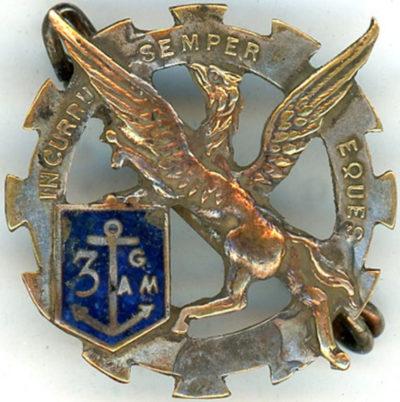 Аверс и реверс знака 1-й эскадрильи 3-й группы бронированных вагонов.