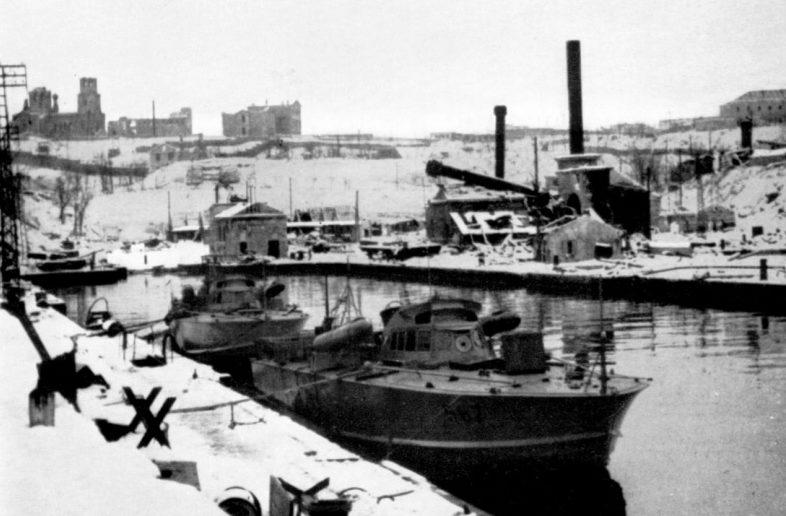 Немецкий и румынский флот в городе. Октябрь 1942 г.