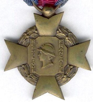 Аверс и реверс креста «За добровольную воинскую службу» 3-й степени I типа.