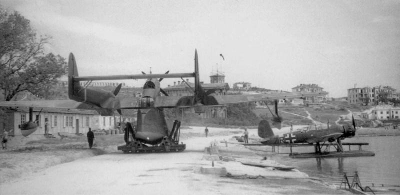 Немецкие гидросамолеты в севастопольской бухте. 1942 г.