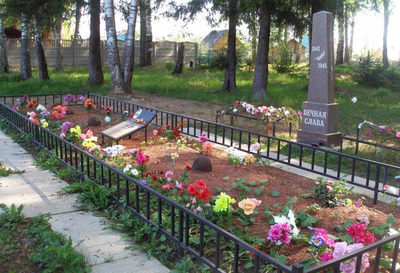 п. Пельгорское Тосненского р-на. Братская могила советских воинов, погибших в годы войны.